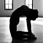 yoga-postura-del-camello